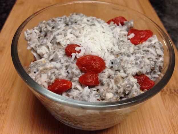 Coconut goji flavoured chia pudding